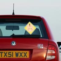 Купить виниловую наклейку на машину Знак мальчик желтый в интернет магазине Спасибо за ребенка.